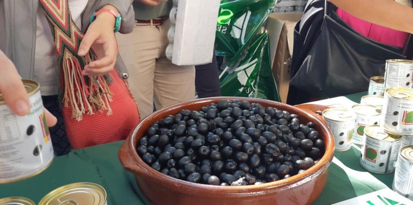 IU Sevilla denuncia la guerra comercial abierta por EEUU con los aranceles contra la aceituna negra de mesa.