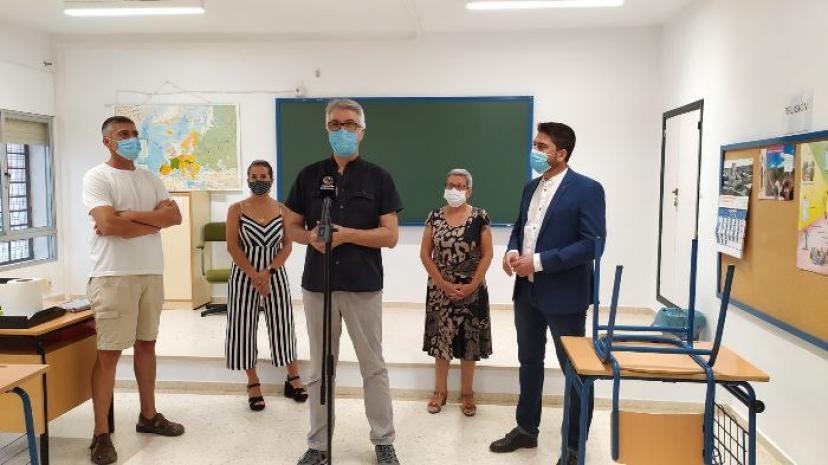 IU Sevilla lamenta los graves perjuicios a la comunidad escolar que está provocando la 'esperpéntica' situación que se vive en la Delegación Territorial de Educación
