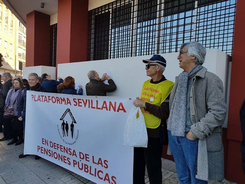 Apoyo a la entrega de Cartas a la Ministra Fátima Báñez contra la escasa subida del 0.25 en las Pensiones