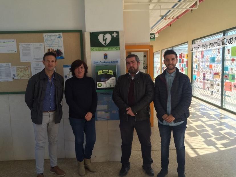 La Delegación de Salud de Aznalcóllar dota de desfibriladores en los centros educativos del municipio