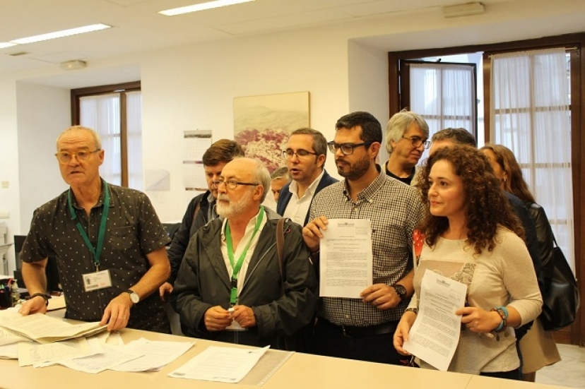 Marea Blanca traslada al Parlamento andaluz las demandas ciudadanas de recuperación del antiguo hospital militar para la sanidad pública