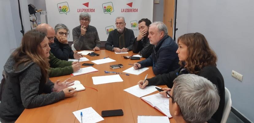 IU Sevilla se reúne con representantes de la RTVA y anuncia que llevará mociones a los ayuntamientos en apoyo a la radio y televisión pública