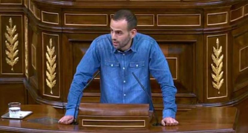 El Diputado de IU Miguel Ángel Bustamante pregunta al Congreso por los pasos a nivel existentes aún en la provincia.