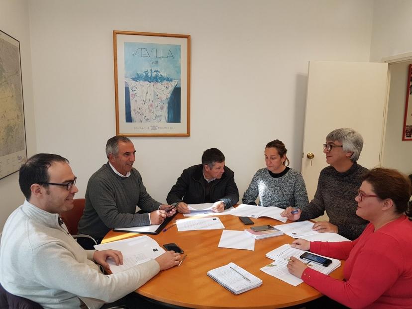 El grupo de diputados de IU responde al PSOE con datos